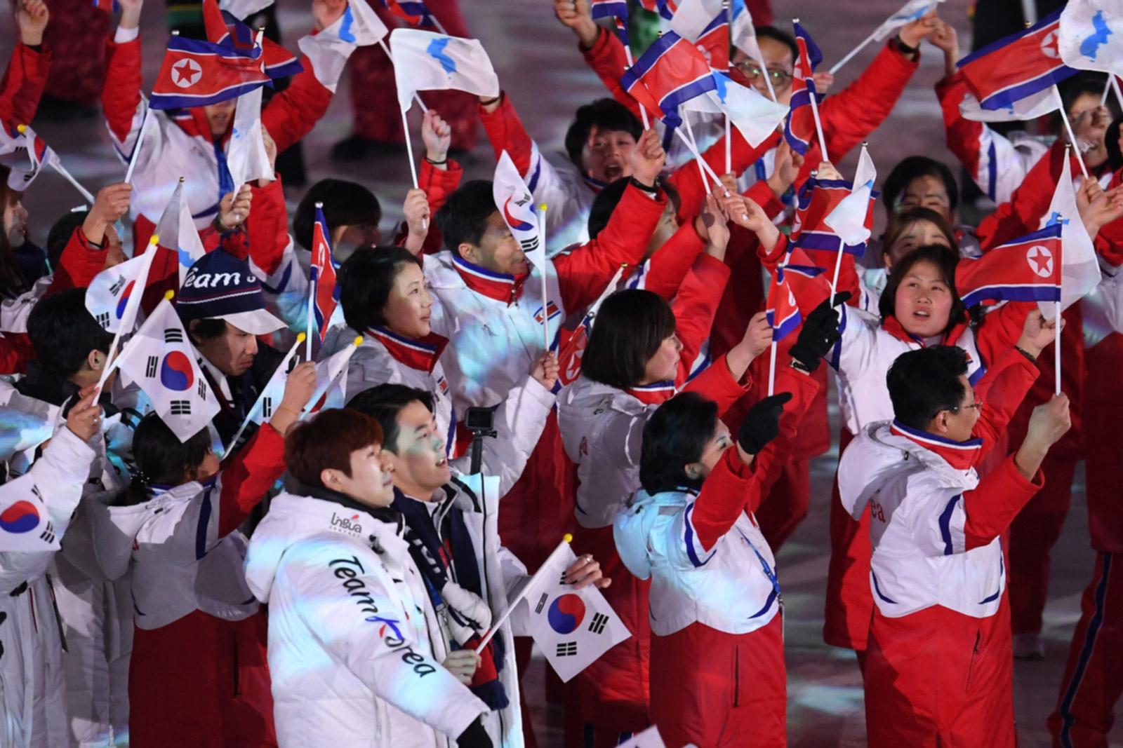 Корейцы и флаги