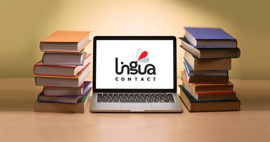 стопки книг и ноутбук