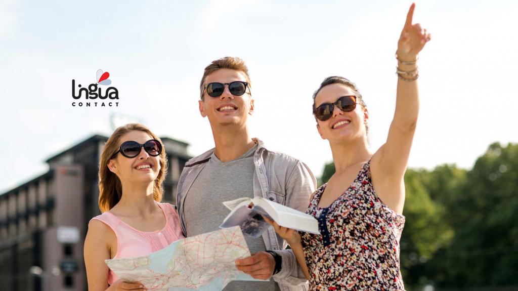 туристы на экскурсии