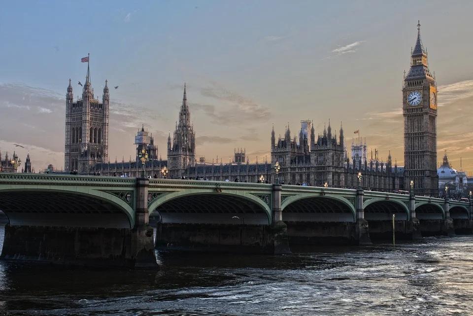 Англия — вид на Биг Бен