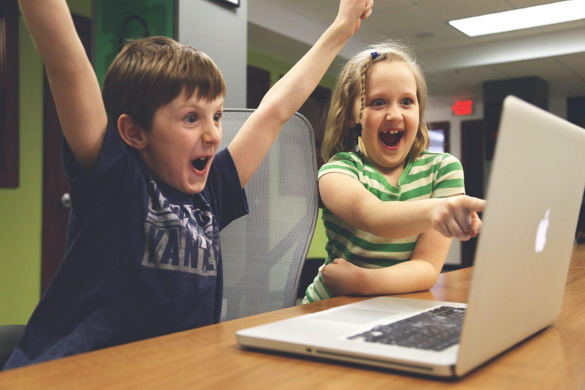 Дети перед компьютером