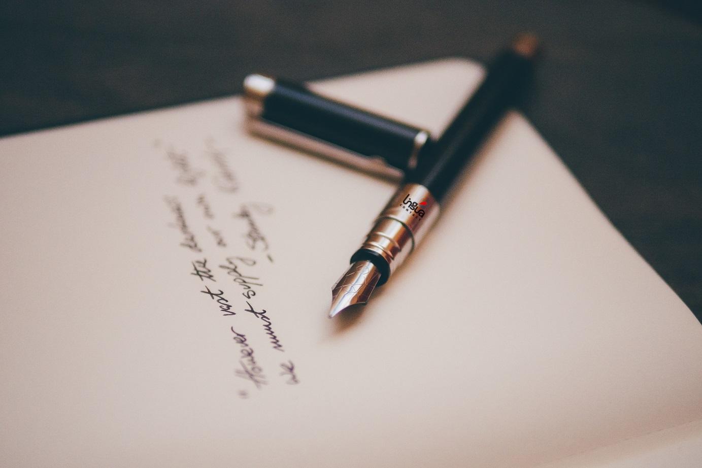 Перьевая ручка и бумага